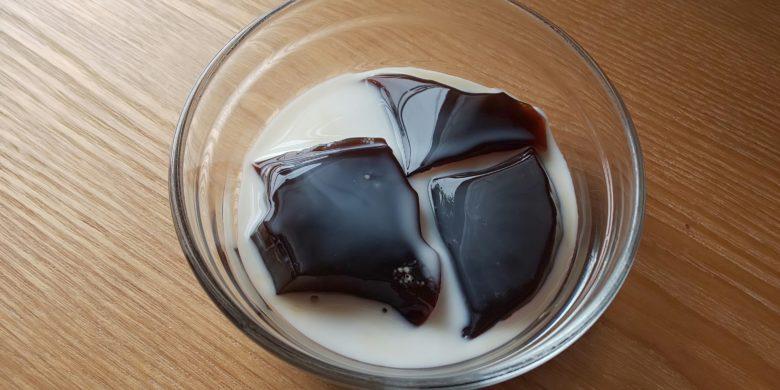 手作りコーヒーゼリー牛乳かけの画像