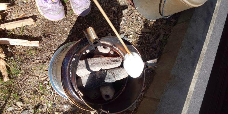 キャンプストーブで焼きマシュマロ2の画像
