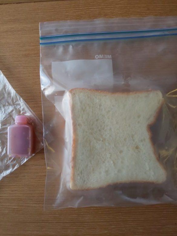 給食代替 パンとドレッシングの画像